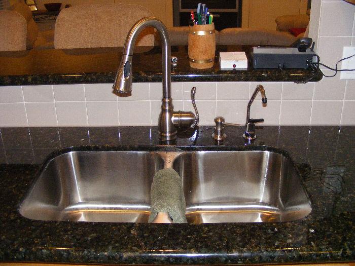 Moen Anabelle Kitchen Faucet Review 2010 0311plumbin0028 Jpg