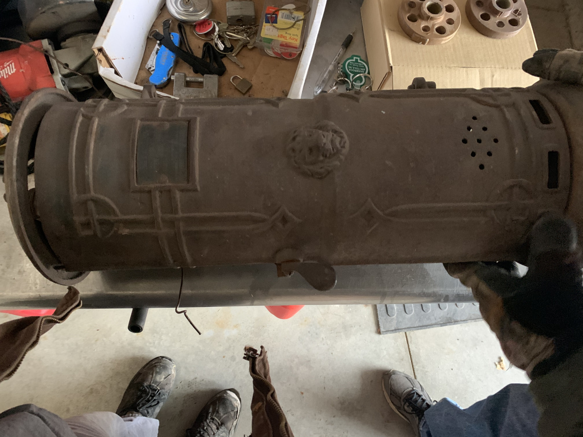 Old water heater-3d75ea89-39cf-4083-ad80-9f4f337a05cc.jpg