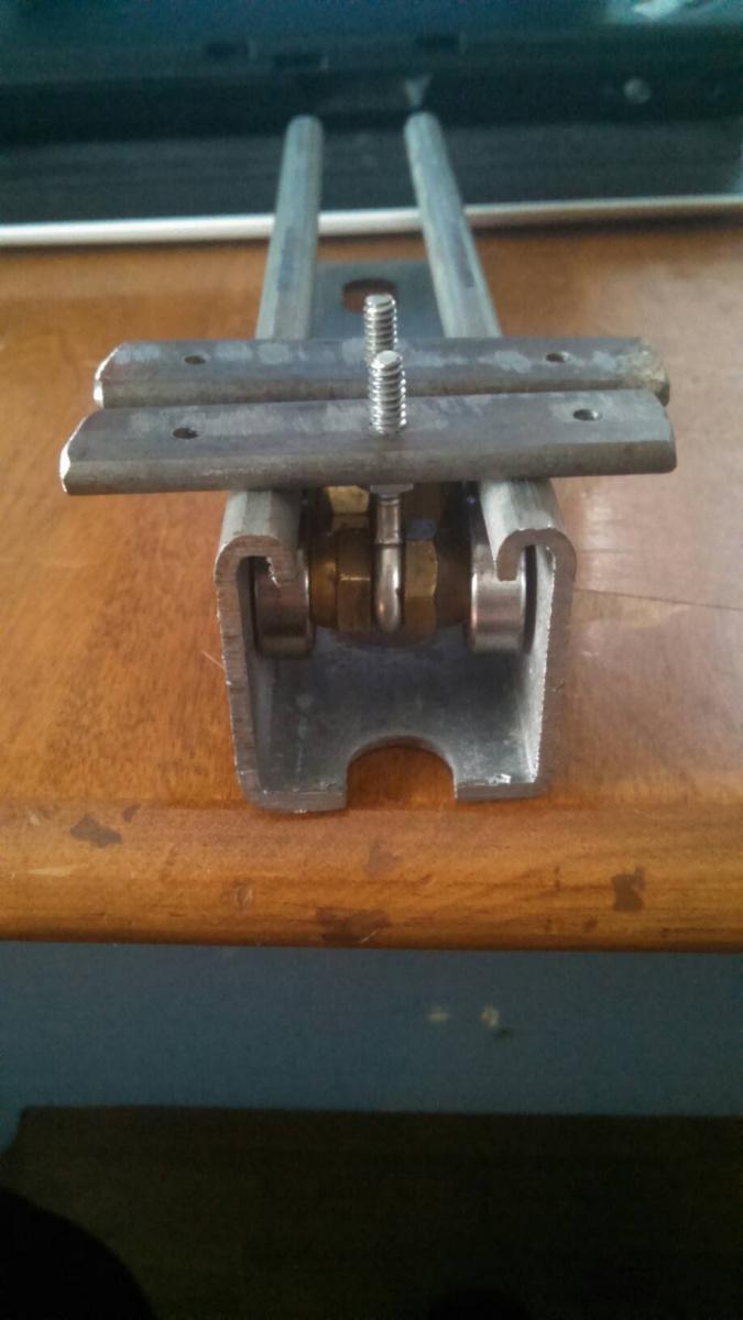 Diy Hanging/Sliding Door-d5f2f1bcb7d18e99609caf5867e68d7e24ddb6ff-1.jpg